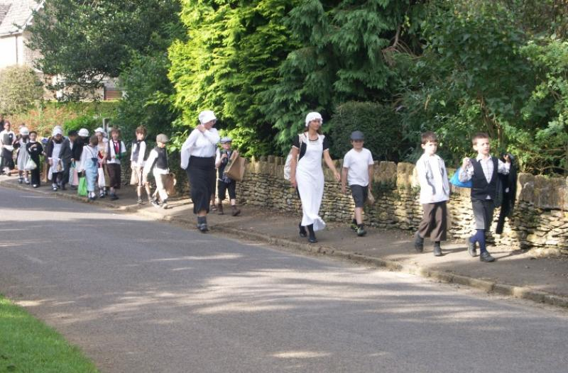 Walking_to_school_1